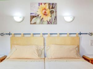 Ein Bett oder Betten in einem Zimmer der Unterkunft Es Romaní Alto