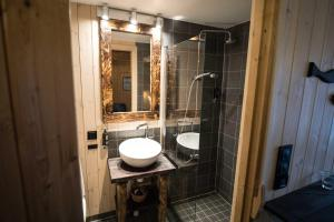 A bathroom at Reine Rorbuer - by Classic Norway Hotels