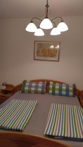 A bed or beds in a room at Mitten in Linz