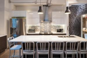 A kitchen or kitchenette at Corporate Event Venue | 4 Bedroom Loft at the Holland Hotel Montreal by Simplissimmo