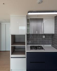 A kitchen or kitchenette at 아파트