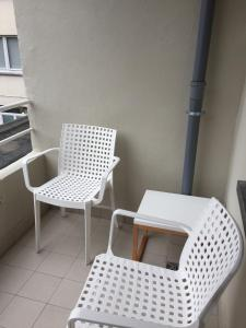 A seating area at Apartment Hertstraat