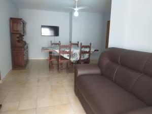 A seating area at Lindo apto a 2 MINUTOS da Praia do Morro