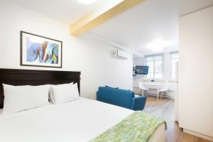 A bed or beds in a room at Les Lofts de Buade By Les Lofts Vieux-Québec