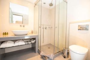 Un baño de Santorini View Studios - Firostefani Caldera