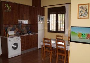 A kitchen or kitchenette at Apartamentos Rurales Monfragüe