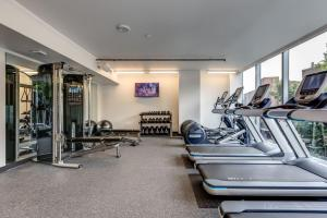 The fitness center and/or fitness facilities at Luxe Hubs High Rise on Pine
