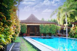 The swimming pool at or close to Villa Berawa