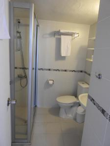 A bathroom at Musti Apart Hotel