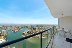 A balcony or terrace at Water views in the sky