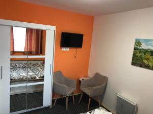 TV a/nebo společenská místnost v ubytování Penzion Trampska Bouda