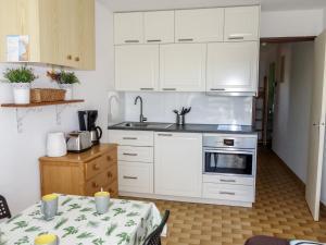 A kitchen or kitchenette at Apartment La Lagune.5