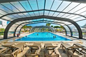 A piscina em ou perto de Alfagar Aparthotel