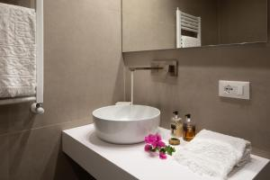 A bathroom at Villa Taormina Luxury Rooms and Apartments