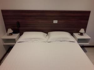 A bed or beds in a room at VICTÓRIA MARINA FLAT, VISTA MAR AP 2007