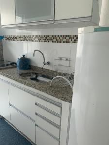 A kitchen or kitchenette at Apartamento Praia Grande
