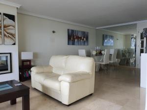 Zona de estar de 61 Michellozzi, Dominion Beach