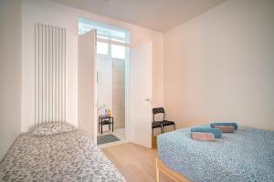 A bed or beds in a room at The Greenplace Lodge. Apartment in Heart of Antwerp.