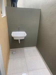 A bathroom at Chalé Spot Maresias