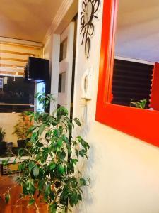 Una televisión o centro de entretenimiento en Departamento Amoblado Santiago Centro