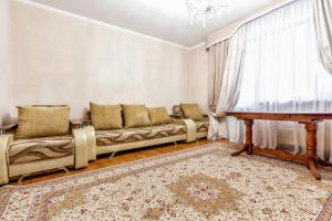 A seating area at Уютная квартира в центре. Cozy apartment in the city center. 422