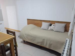 Una cama o camas en una habitación de Chaltén Apart 365