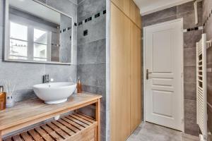 Um banheiro em 29 Best Flat Paris Marais