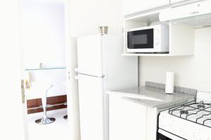 Una cocina o kitchenette en AT Suites