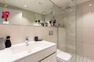 Salle de bains dans l'établissement The Docklands 509 by CTHA