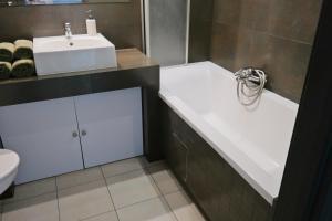 A bathroom at Apartament Ryska 3A
