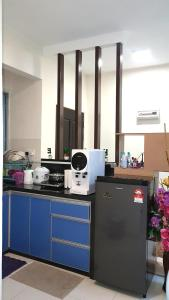 A kitchen or kitchenette at Leezahomestay