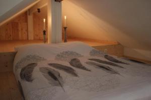 A bed or beds in a room at maison neuve en bois près de Pairy Daisa