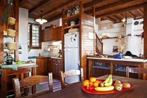 Η κουζίνα ή μικρή κουζίνα στο Pelion Homes