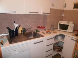 Кухня или мини-кухня в Residence Garden