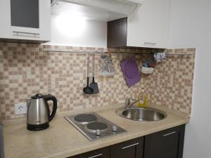 A kitchen or kitchenette at Взлётный