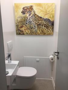 Ein Badezimmer in der Unterkunft Oppenheim Lofts