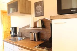 Küche/Küchenzeile in der Unterkunft Ferienwohnung Auf der Blumenstrasse