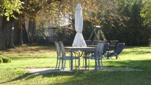 Ein Garten an der Unterkunft Ferienhaus Gut Rattelvitz Insel Rügen