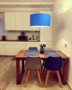 A kitchen or kitchenette at Brand new stylish apartment in Navigli Area