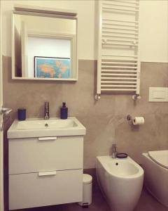 A bathroom at Brand new stylish apartment in Navigli Area