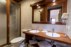 A bathroom at Apartamentos Mar y Sal