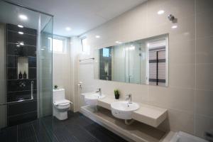 A bathroom at Kayangan Villa Melaka by Cobnb