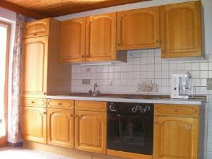 A kitchen or kitchenette at Haus Waldblick