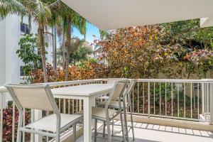 A balcony or terrace at Rainbow Bay Resort Holiday Apartments