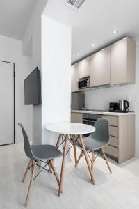 Küche/Küchenzeile in der Unterkunft DeniZen Boutique Apartments, Nilie Hospitality MGMT