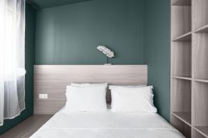 Ein Bett oder Betten in einem Zimmer der Unterkunft DeniZen Boutique Apartments, Nilie Hospitality MGMT