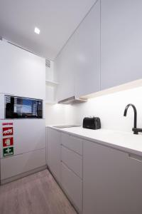A kitchen or kitchenette at BessaApartments