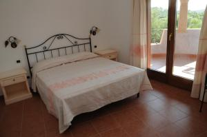 A bed or beds in a room at Il Borgo Di Punta Marana