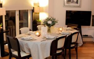 Restaurant ou autre lieu de restauration dans l'établissement Montmartre Residence