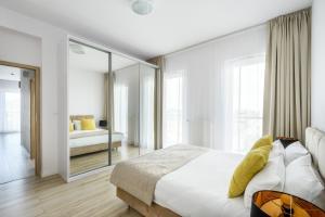 Łóżko lub łóżka w pokoju w obiekcie Varsovia Apartamenty Kasprzaka